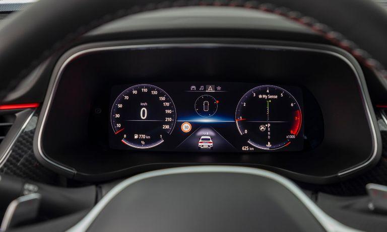 Renault Arkana driver screen.jpg
