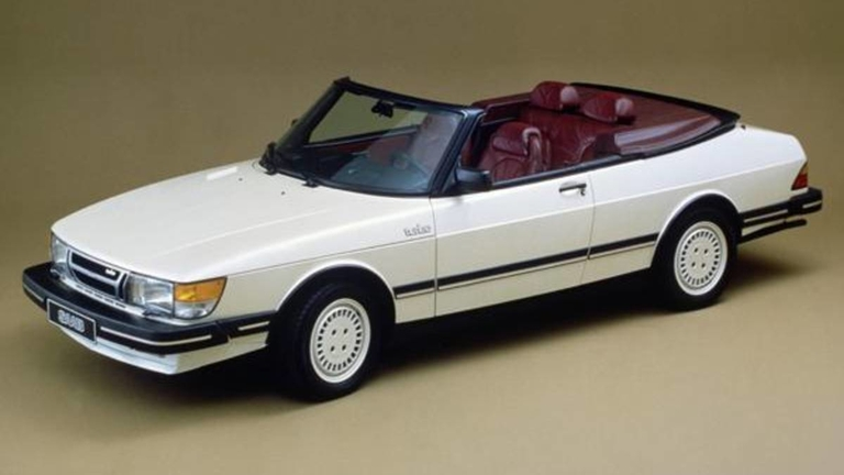 Saab's first 900 cabriolet rolls off line in 1986