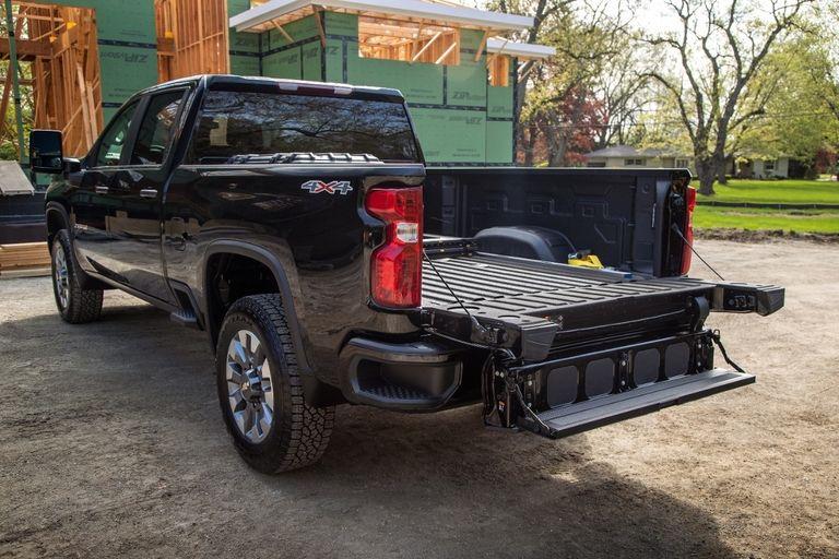 Chevy adds Multi-Flex Tailgate to Silverado HD