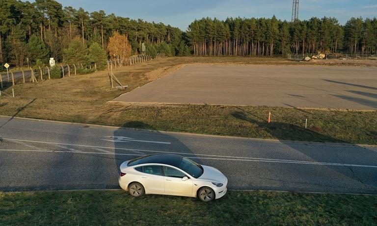 Tesla Model 3 on factory site Gruenheide BB web.jpg