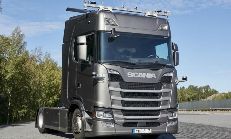 A Scania semi truck is equipped with self-driving equipment