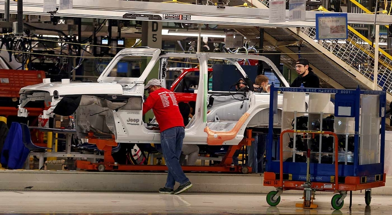 UAW workers ratify FCA labor deal by broad margin