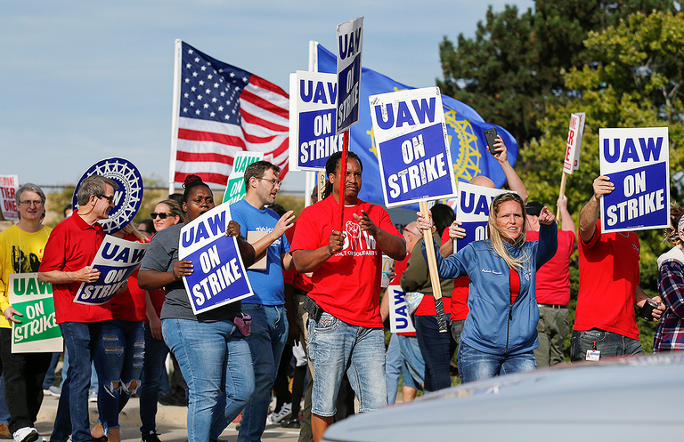GM restores health benefits for striking workers