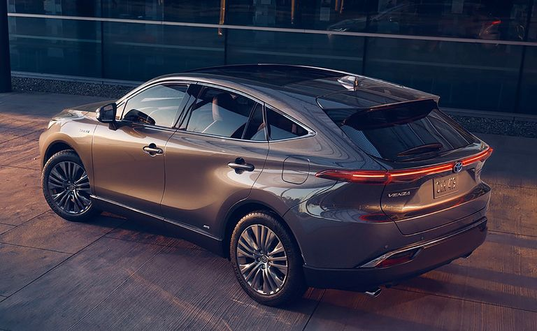 Curves, Lexus echoes and outer space helmets: What people are saying about Toyota's Venza