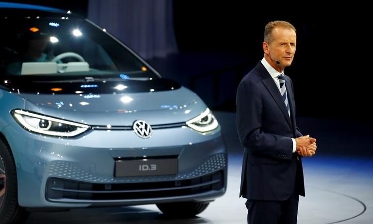 VW Diess ID3 Frankfurt show 2019_0.jpg