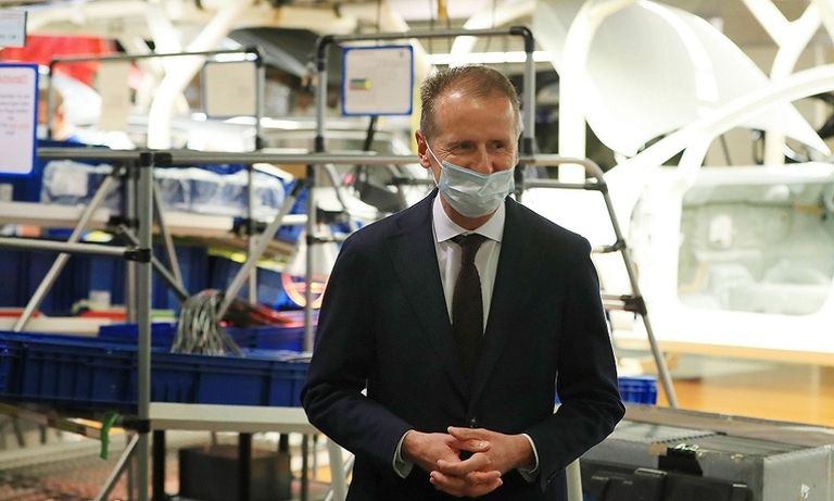 VW CEO Herbert Diess with mask
