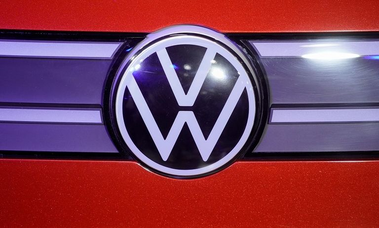 VW logo grille new rtrs web.jpg