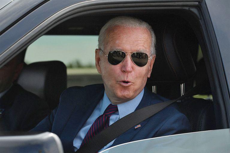 Biden drives Ford F-150 Lightning