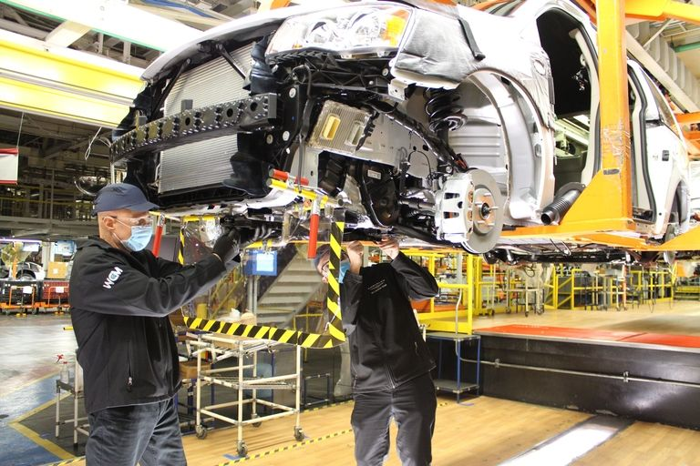 Workers build a minvan at FCA's Windsor assembly plant