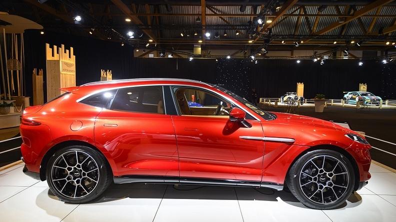 Aston Martin DBX BB.jpg