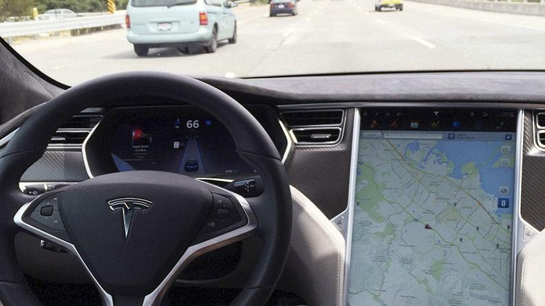Tesla self drive rtrs web_2.jpg