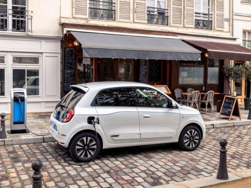 Renault-Nissan to downgrade Daimler partnership, report says thumbnail