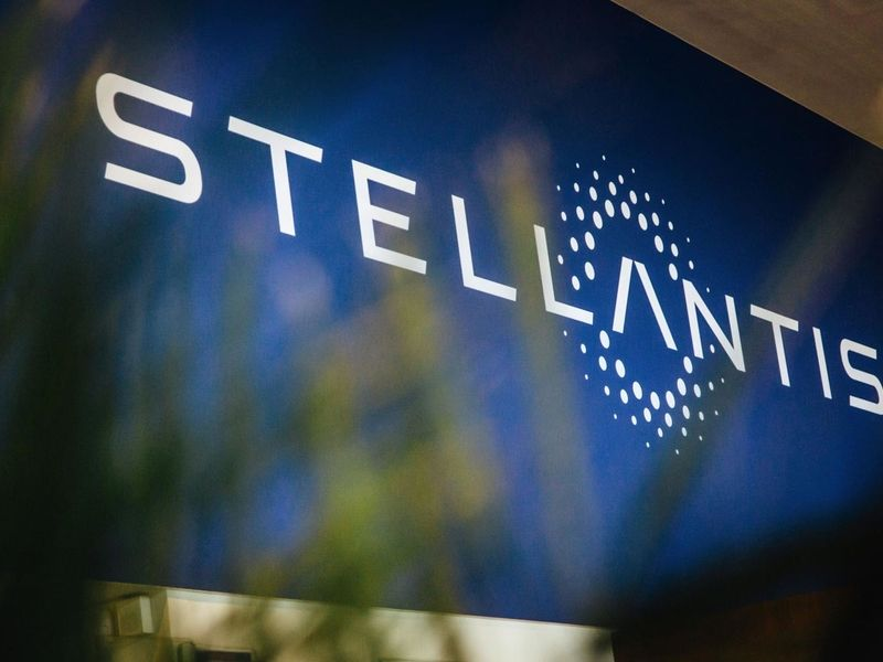 More downtime at Stellantis minivan plant in Canada thumbnail