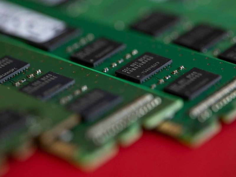 Intel in talks to produce chips for automakers within 6 to 9 months, report says thumbnail