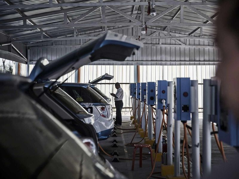 U.S., European consumers warm to EVs, but remain wary of price - survey thumbnail