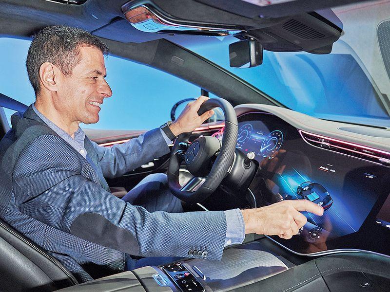 Mercedes' new U.S chief: EVs won't kill profits thumbnail