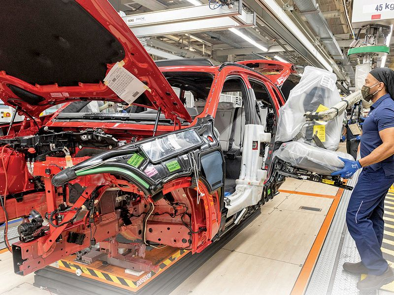 BMW, Mercedes keep U.S. plants humming thumbnail
