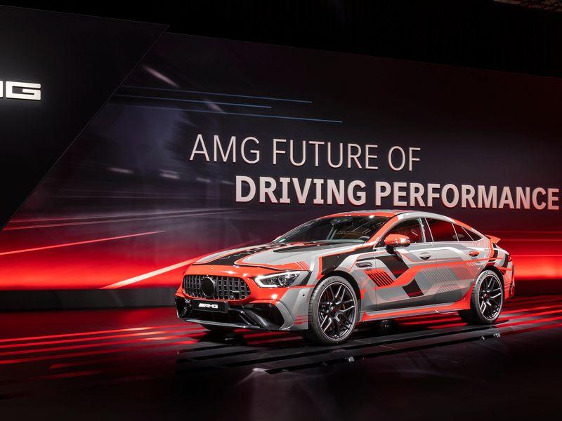 Mercedes sets 2-prong strategy to electrify AMG thumbnail