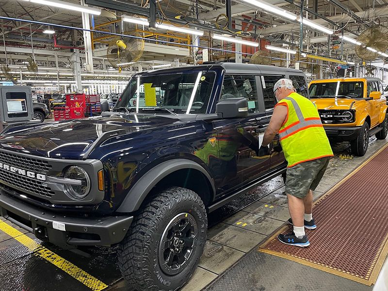 Ford starts shipping Broncos to dealers