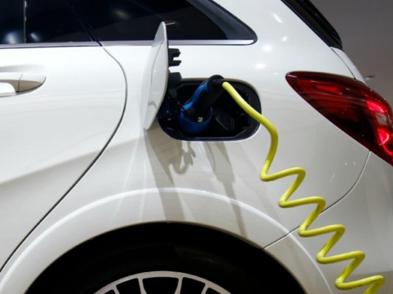 Auto industry urges Biden to back 'comprehensive' EV plan thumbnail