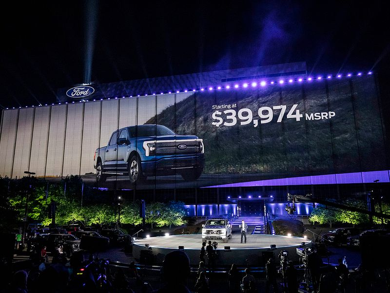 Ford to limit F-150 Lightning output; 20K reservations booked thumbnail
