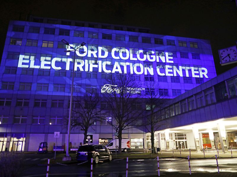 Ford to only sell full-electric cars in Europe by 2030 thumbnail