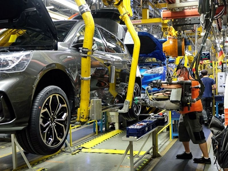 Ford extends production cuts in Europe on chip shortages thumbnail