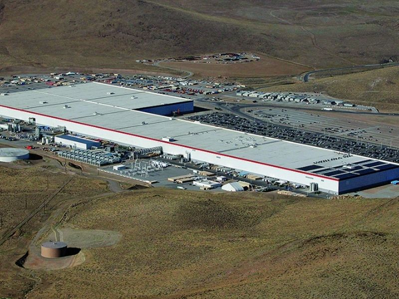 Lawsuit: Tesla battery plant plagued by copper thefts thumbnail