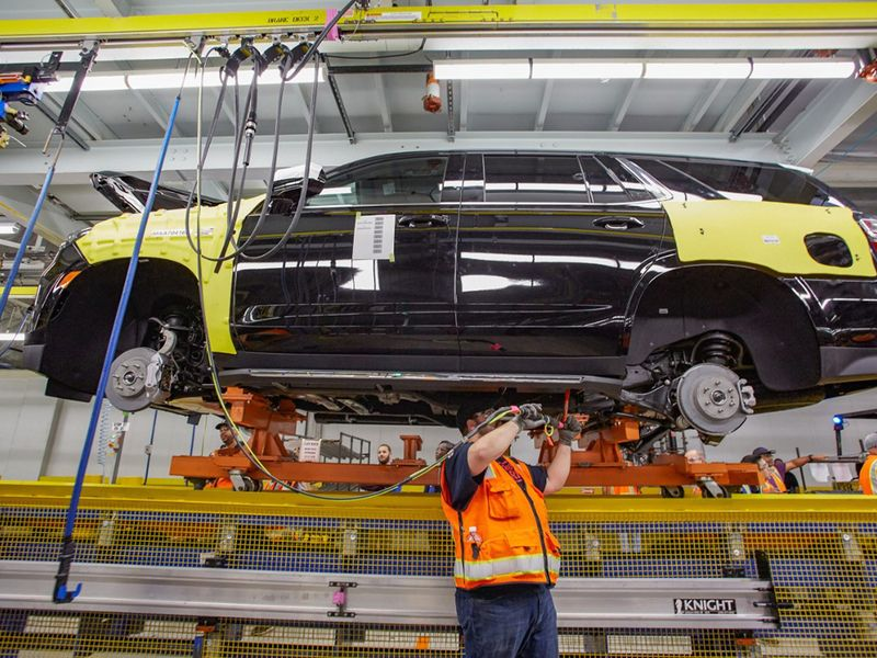 GM extends downtime at crossover plants thumbnail