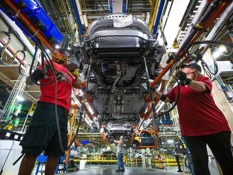 GM extends downtime in Kansas, adds curbs at Michigan plant thumbnail