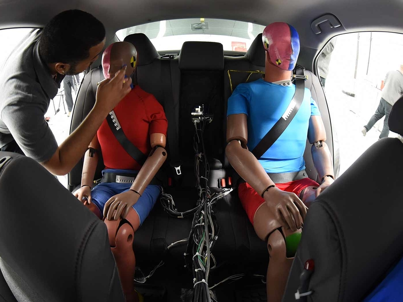IIHS: Automakers need to upgrade rear-seat safety