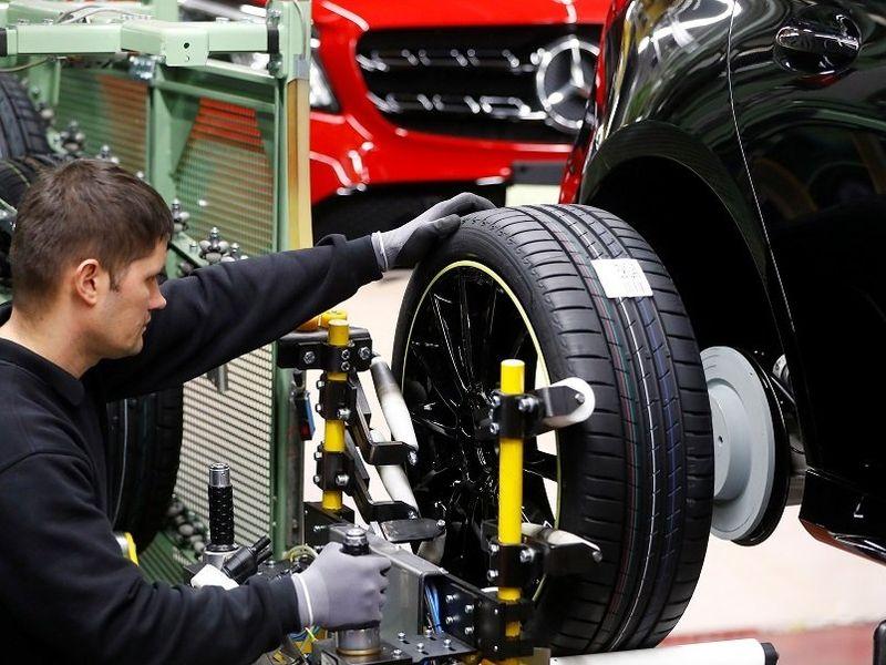 Daimler cuts car-sales outlook on chip shortage thumbnail