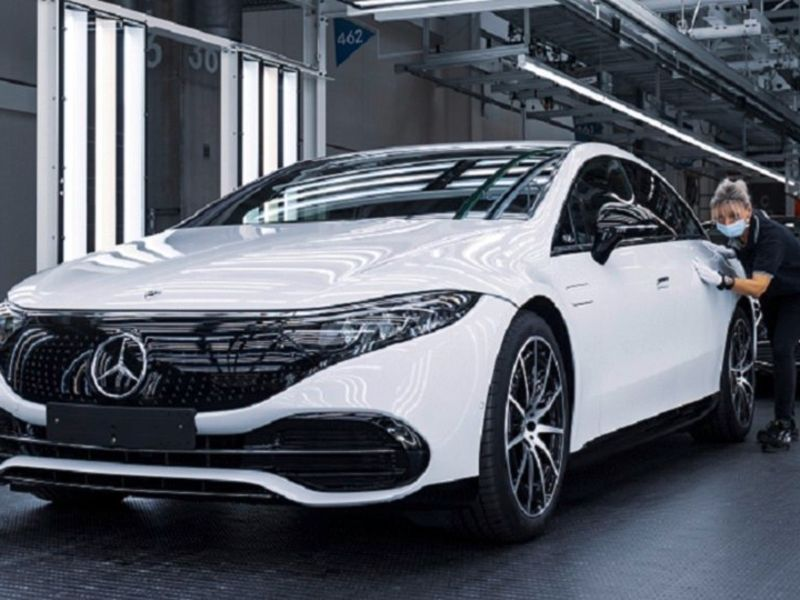 Daimler expects chip shortage to whack Mercedes' Q3 sales thumbnail