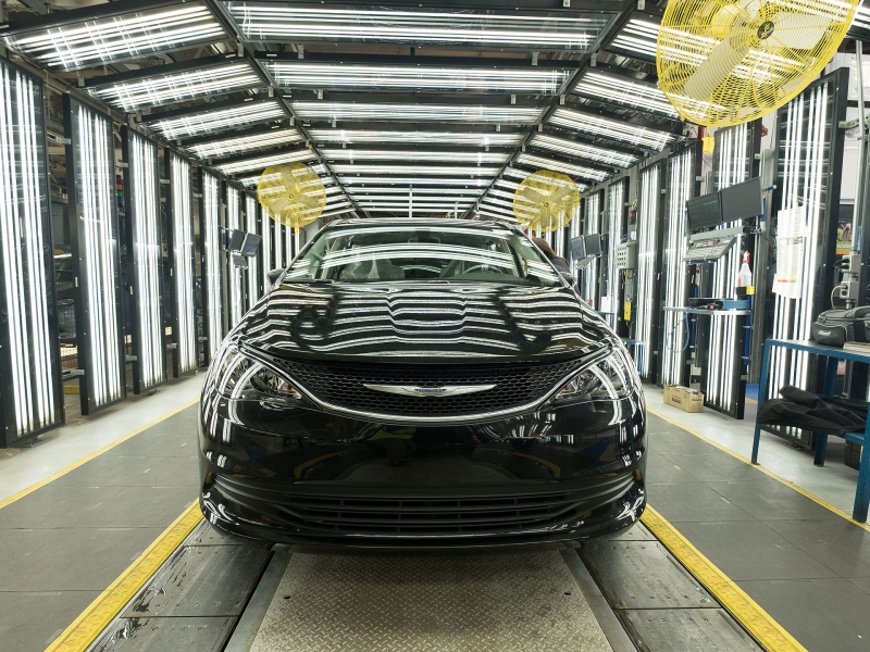 FCA extends 3rd shift at Ontario minivan plant until end of year