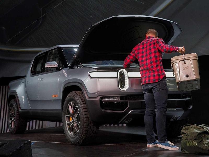 Rivian pushes pickup, SUV sales debut into 2021