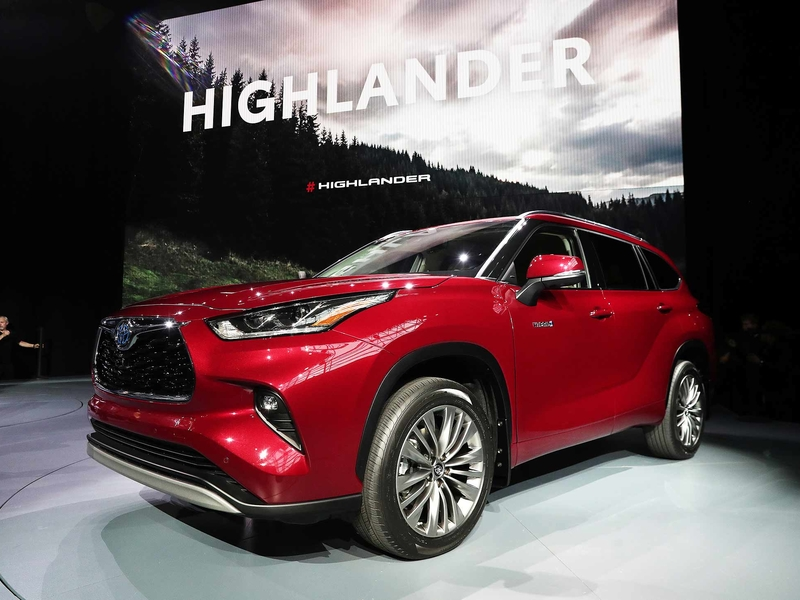 Dealerships That Buy Cars >> 2019 NEW YORK AUTO SHOW: Toyota refines Highlander, juices ...