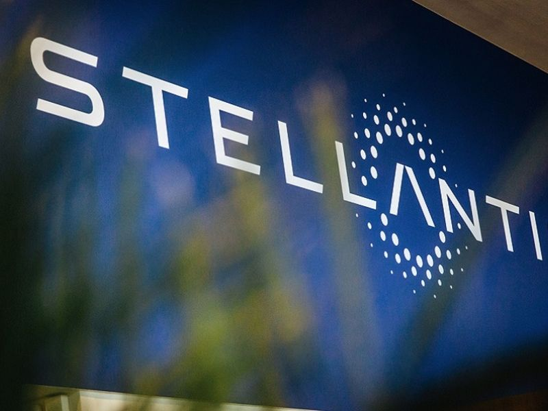 Agnelli, Peugeot families agree to consult on Stellantis thumbnail