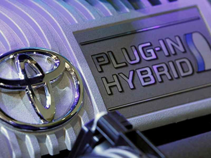 Toyota to give royalty-free access to hybrid vehicle patents | Automotive  News