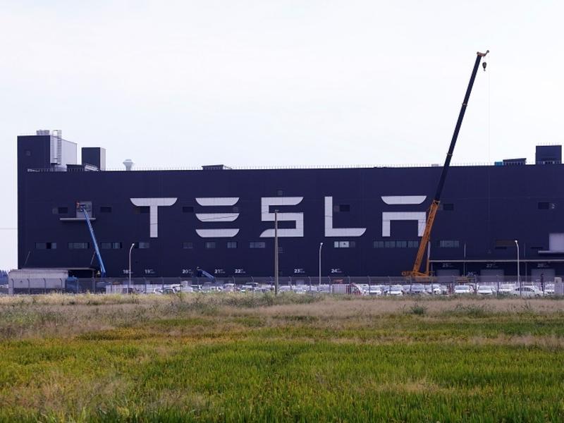 Tesla Shanghai to make 300,000 cars from Jan.-Sept. despite chip shortage, report says