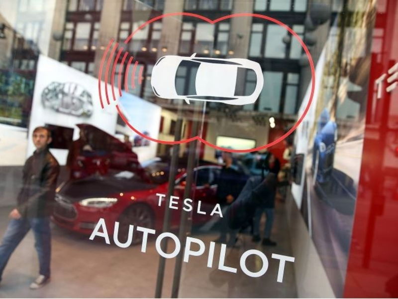 NHTSA seeking driver-assist data from automakers in Tesla Autopilot probe