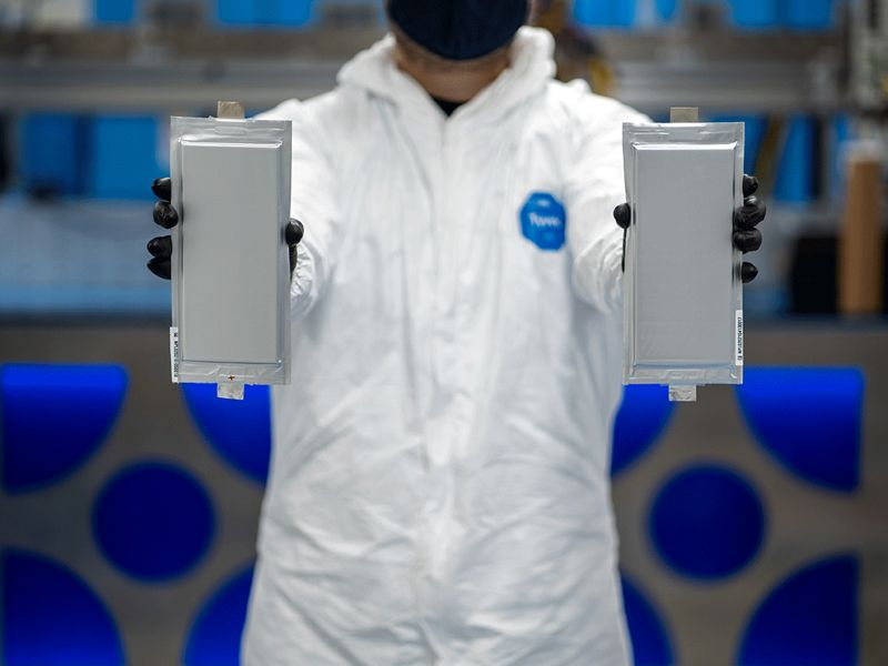 Ford, BMW lead $130 million investing round in solid-state battery startup thumbnail