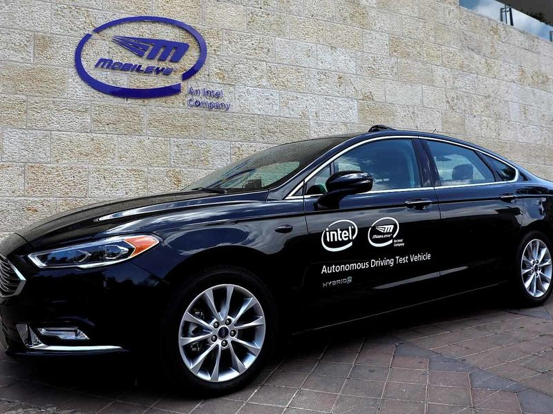 Mobileye tests fleet of self-driving cars in New York City thumbnail