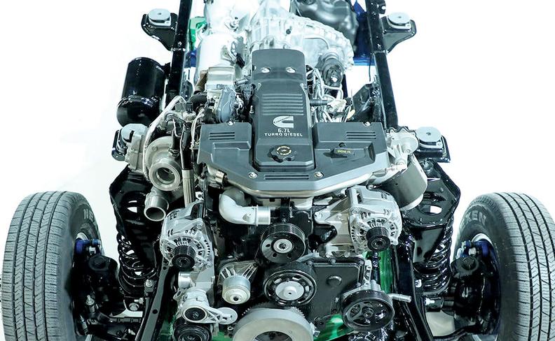 Một động cơ tăng áp dầu 6,7 lít.