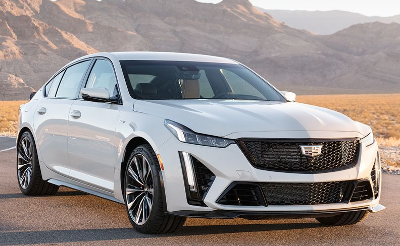 2022 Cadillac CT5-V Blackwing front 40 degree view