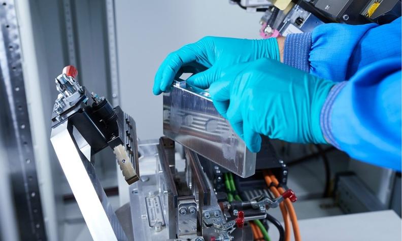 Battery production BMW web.jpg