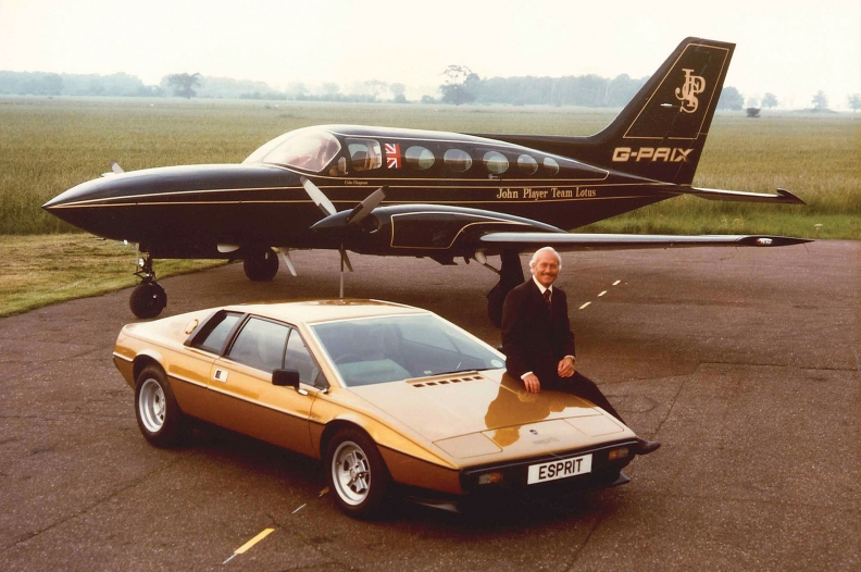 fd25eb92d62753 Lotus founder Colin Chapman dies at age 54