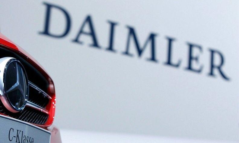 Daimler log with Merc car web.jpg
