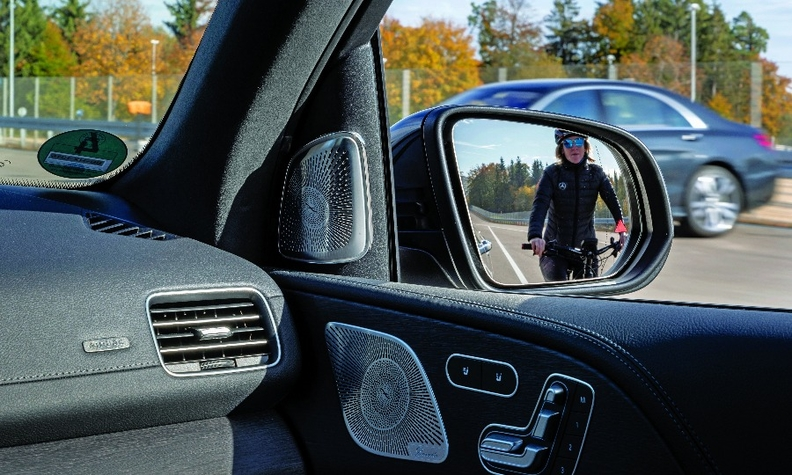 Exit Warning can detect passing vehicles, cyclists or motorbikes.