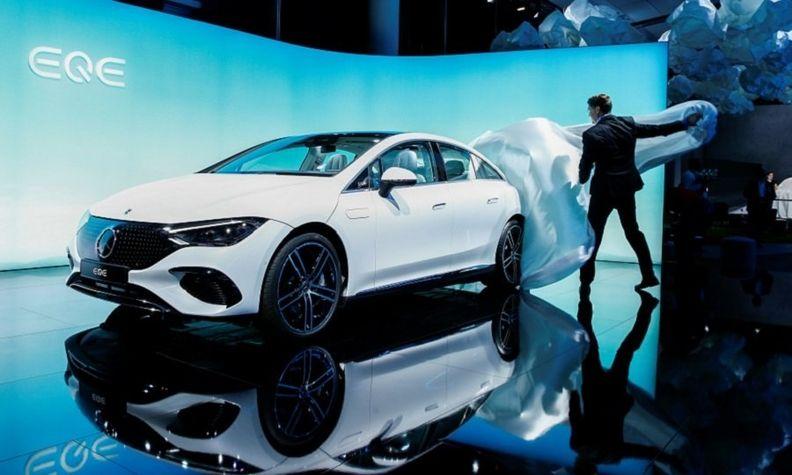 Mercedes EQE rtrs.jpg