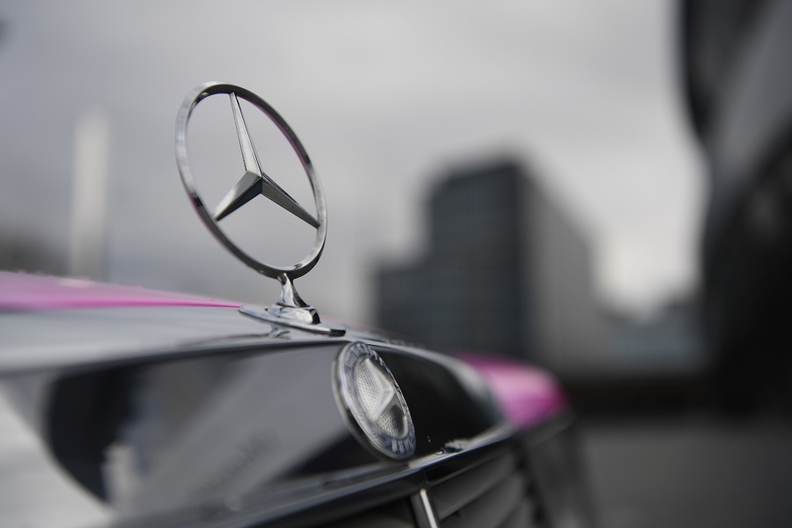 Mercedes badge rtrs 3 web.jpg
